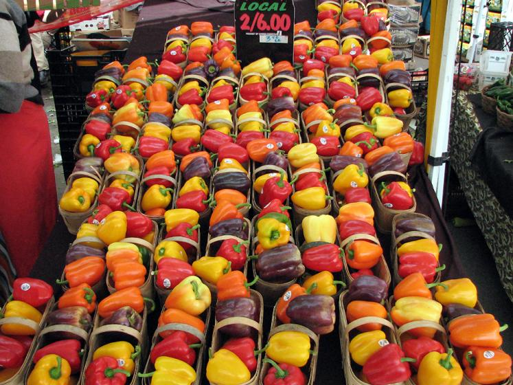 Canada Ontario Photos :: St. Jacobs :: St. Jacobs market. Colorful pepers