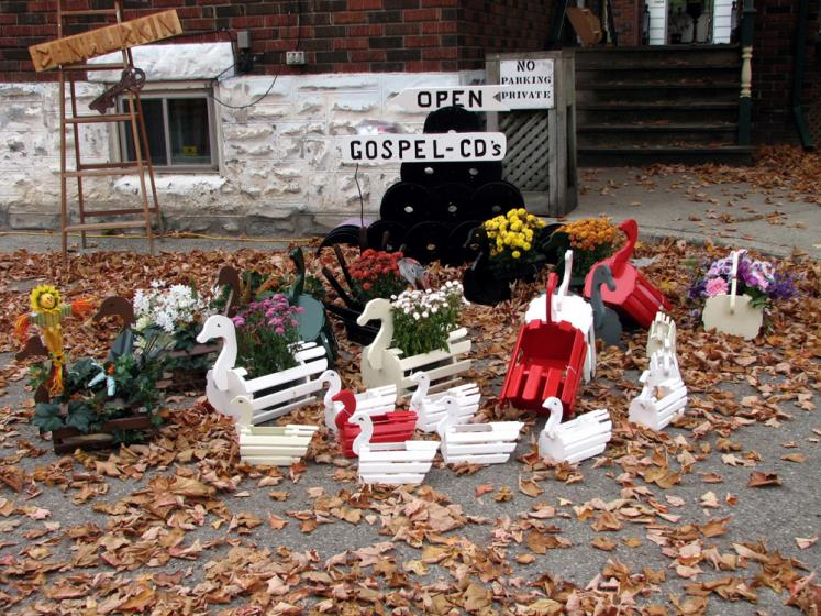 Canada Ontario Photos :: St. Jacobs :: St. Jacobs. Fall Decorations