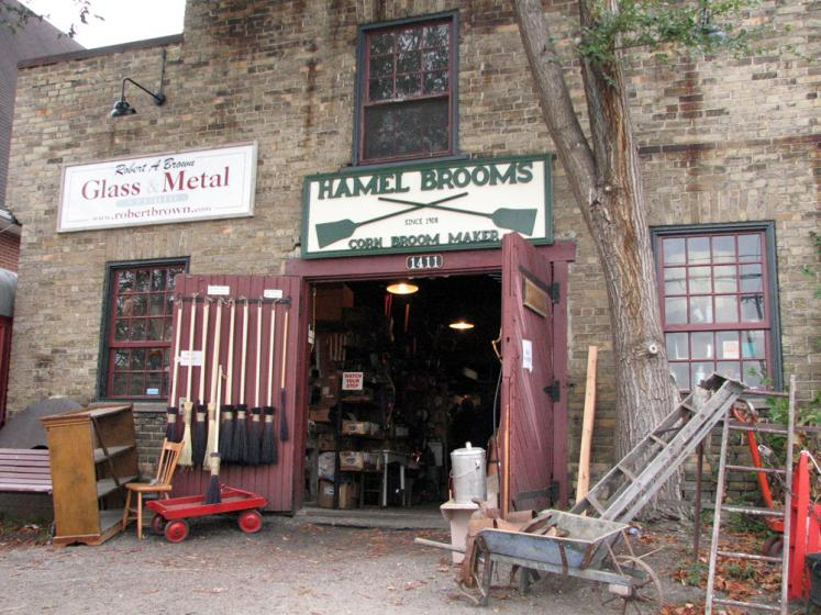 Canada Ontario Photos :: St. Jacobs :: St. Jacobs - Hamel brooms shop
