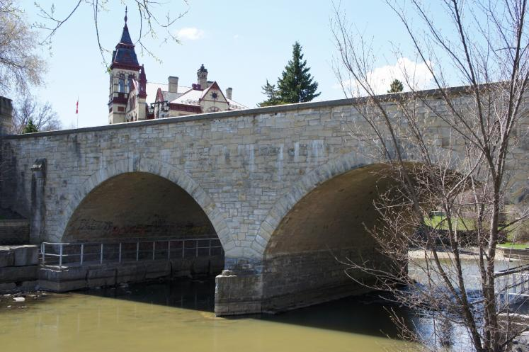 Canada Ontario Photos :: Stratford :: Bridge over Avon River in Stratford with Court House in background