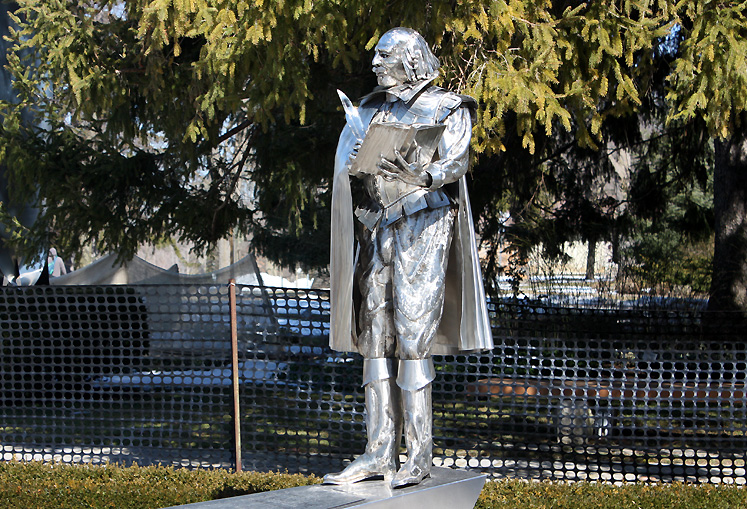Canada Ontario Photos :: Stratford :: Stratford. A sculpture of William Shakespeare