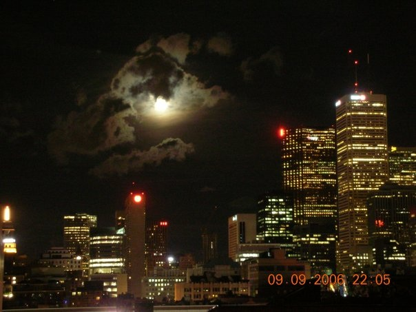 World Travel Photos :: Night views :: Toronto Downtown Moon