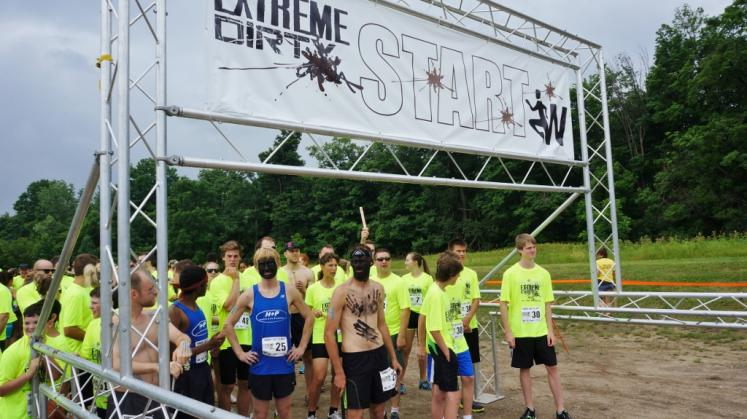 Canada Ontario Photos :: Waterloo :: Exreme Dirty Dash Bechtel Park Waterloo
