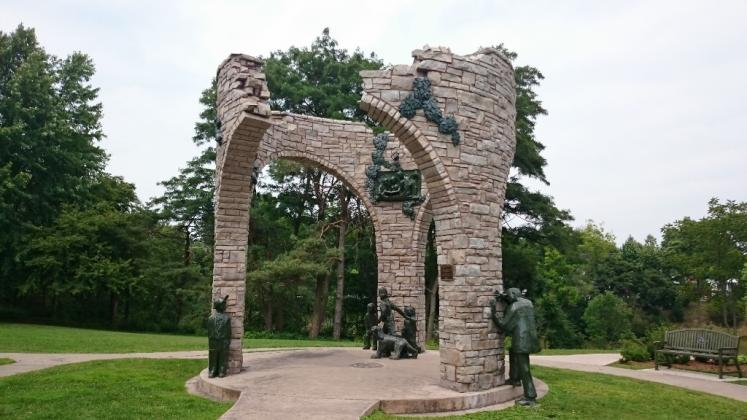 Canada Ontario Photos :: 194Lynn :: Circle of Life Monument in Pinafore Park St. Thomas